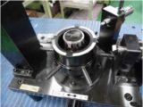 チューブ・ステアリングの外形振れ精度を測定する専用ゲージ